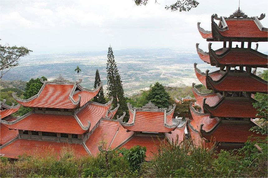 Гора Таку и пагода Лежащего Будды
