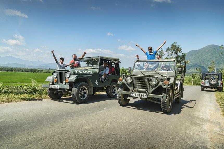 Обзорная экскурсия на военном джипе
