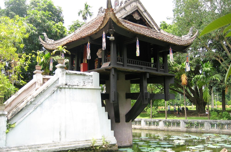 Фото храма на одном столбе