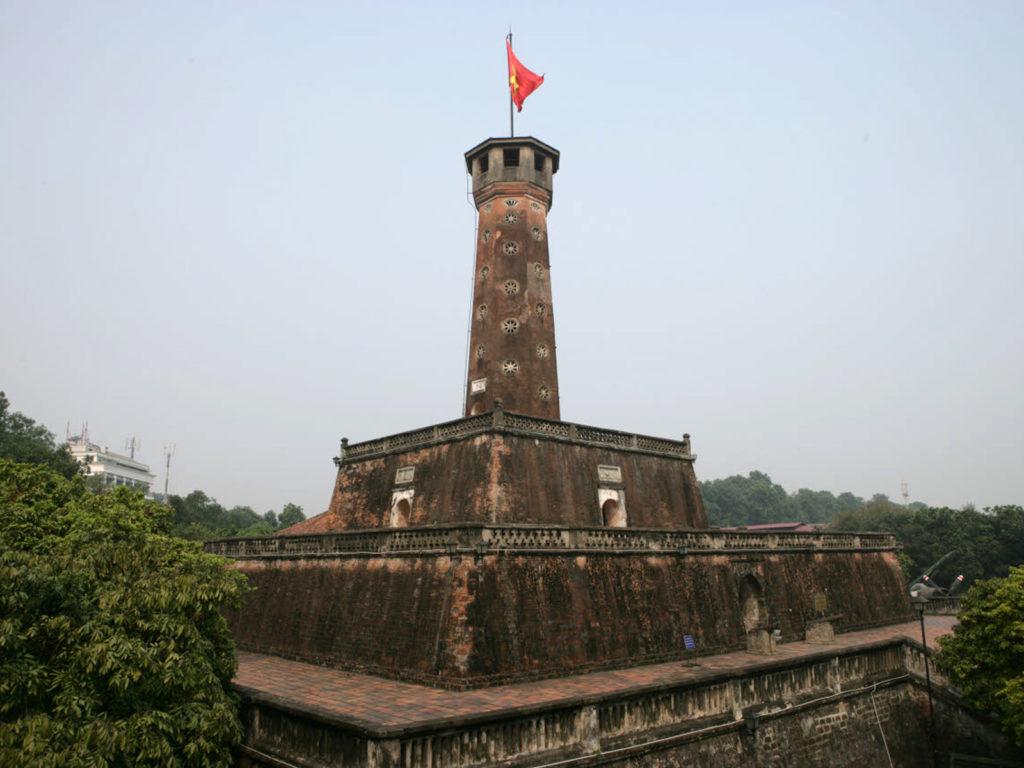 На фото флаговая башня Кот Ко