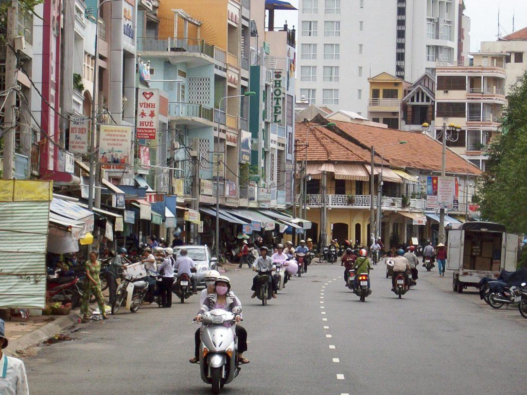 Так выглядит одна из улиц Ханоя