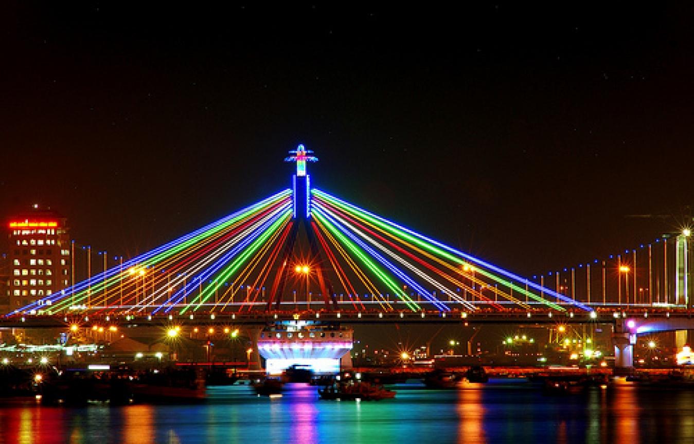 На фото мост Парус