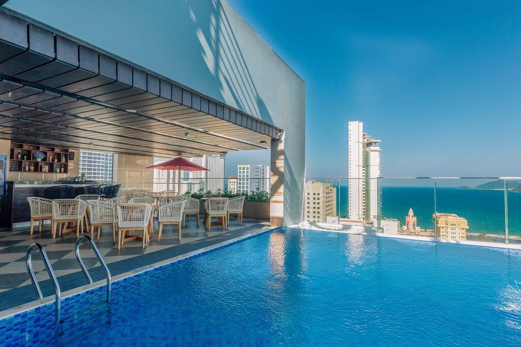 Лучшие отели курорта Нячанг, Вьетнам Le More Hotel