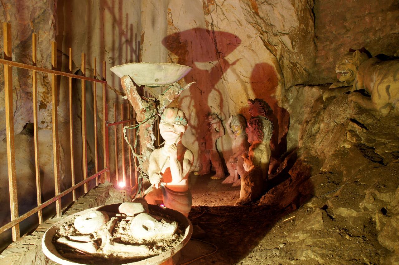 На фото пещера Am Phu Cave