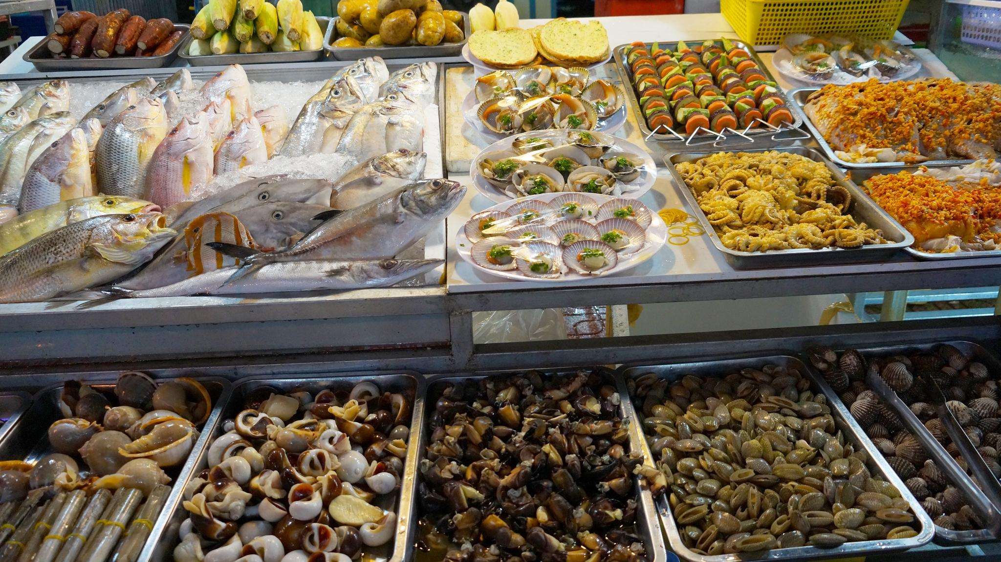 Рынок морепродуктов и прочих товаров в Нячанге