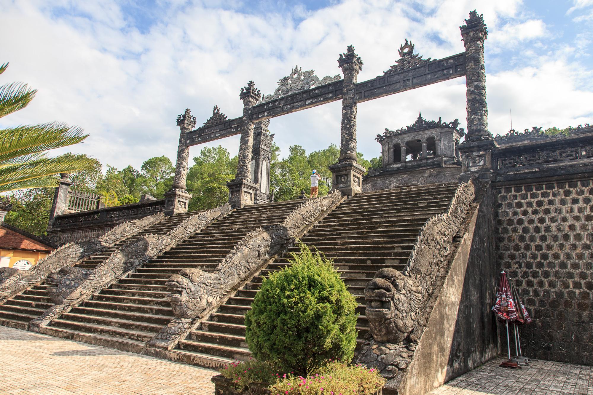 Фотография гробницы императора Кхай Диня