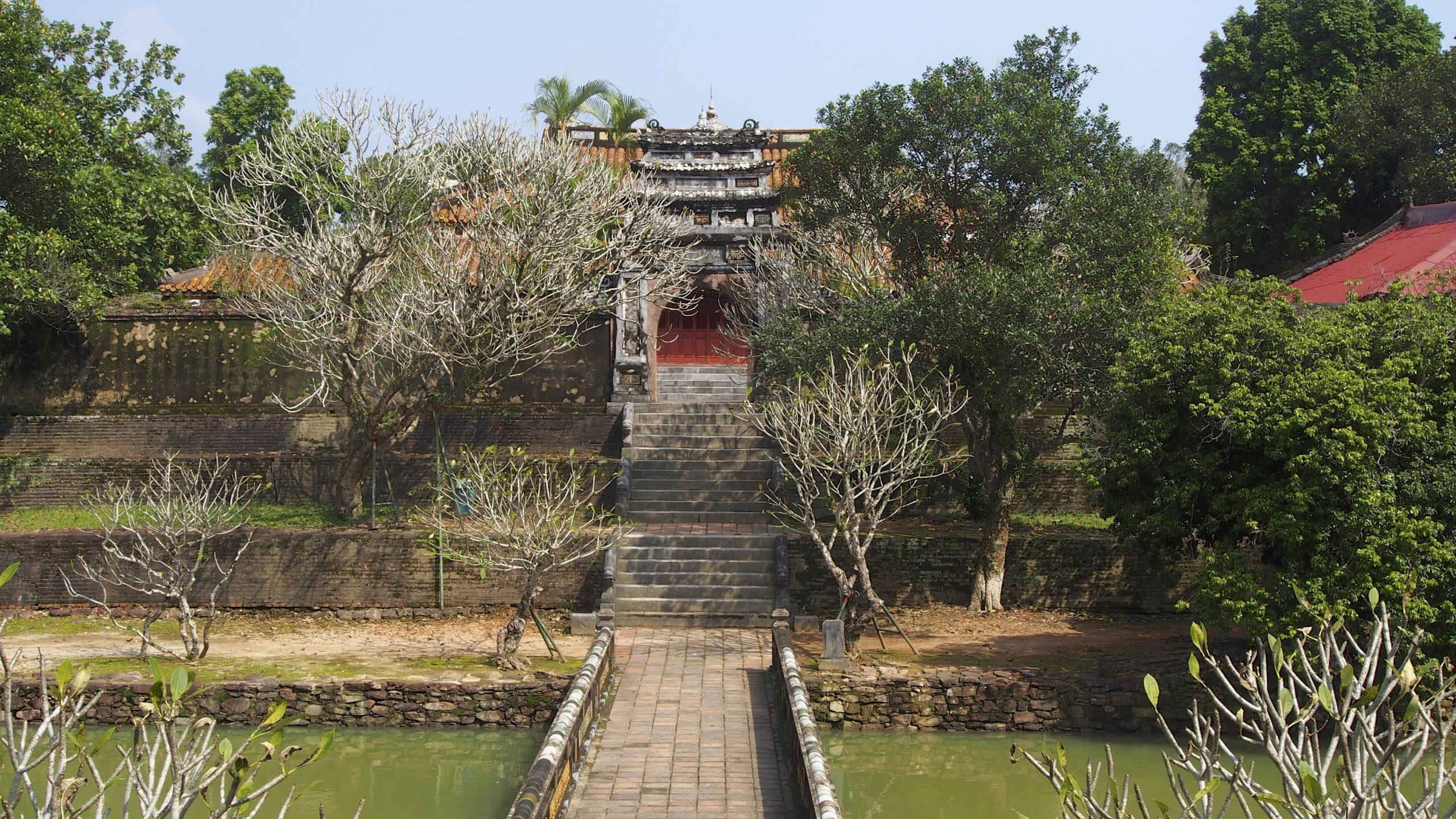 На фото Гробница императора Зя Лонга