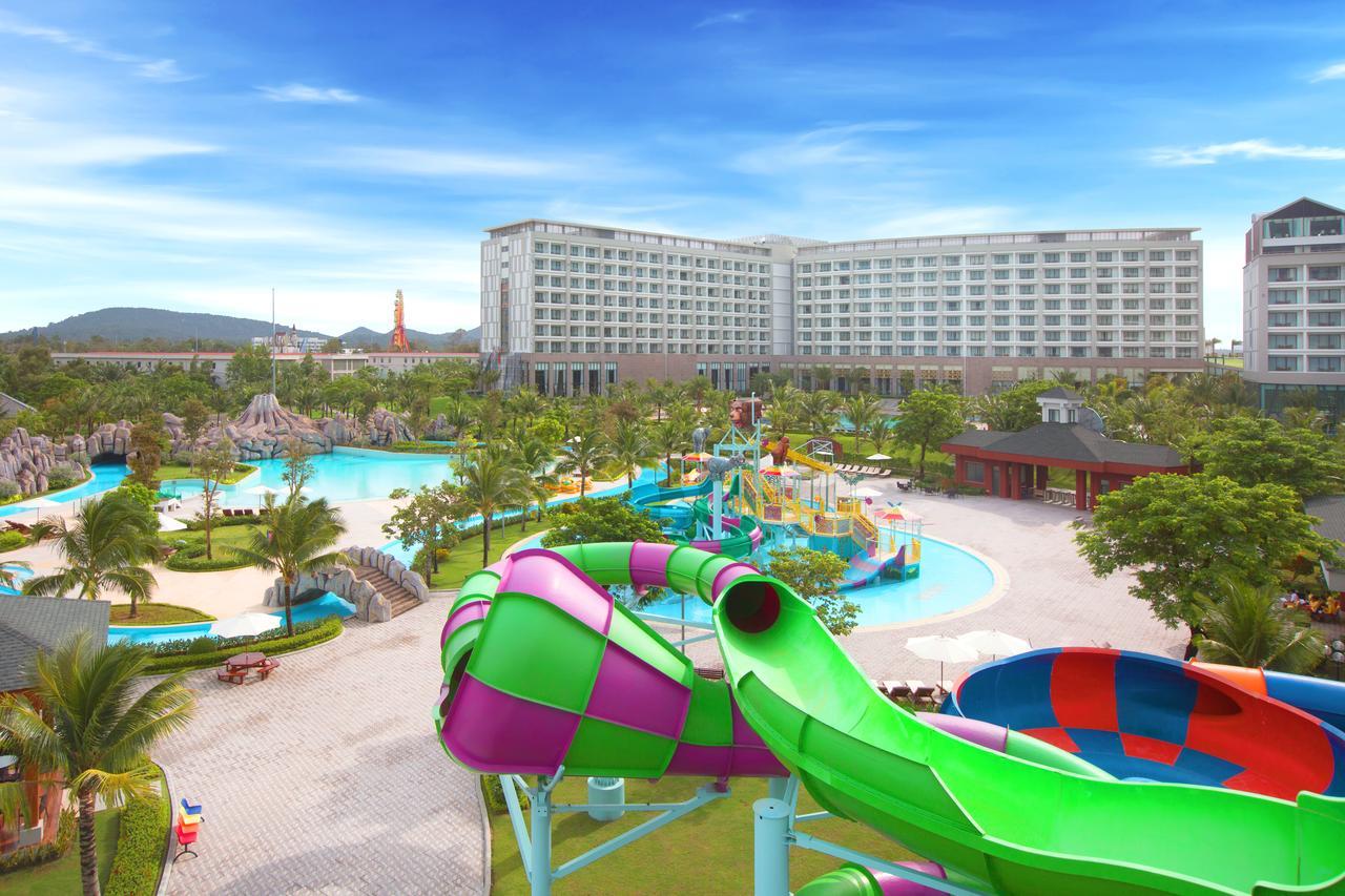 Фото аквапарка в VinOasis Phu Quoc Resort