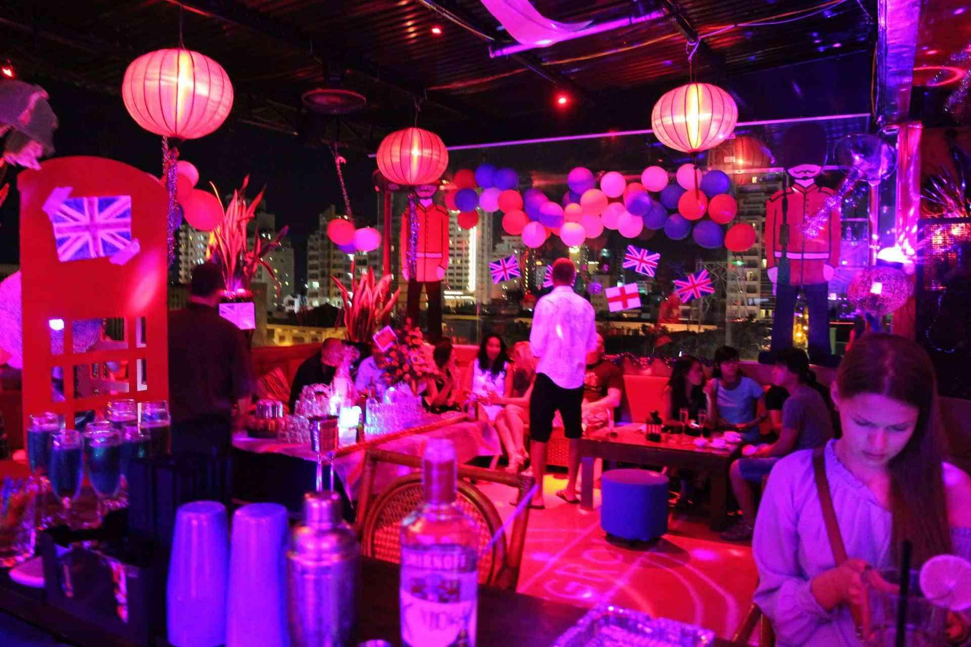 Фото Lunar Rooftop Bar & Grill