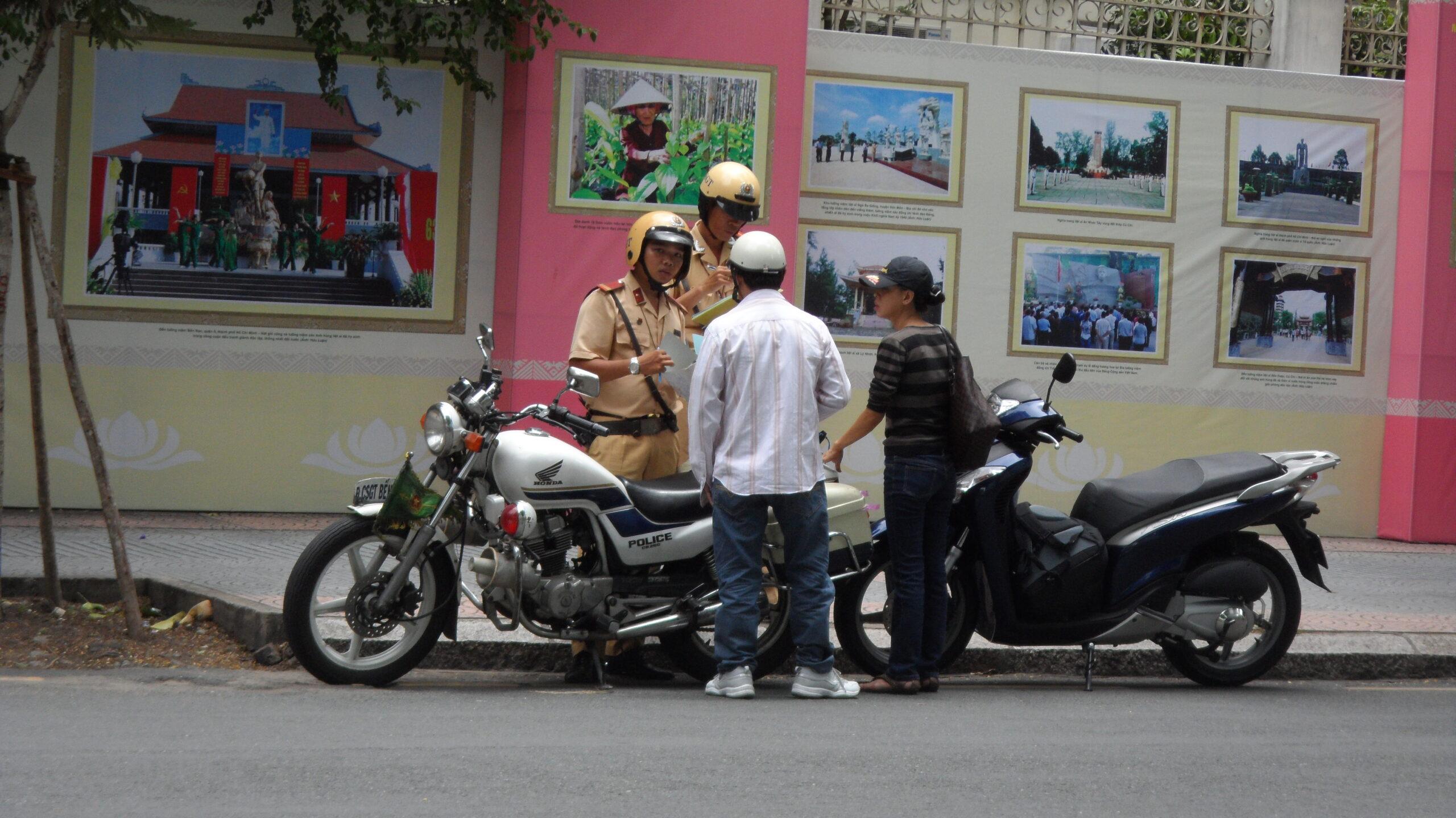 Фото общения с полицией